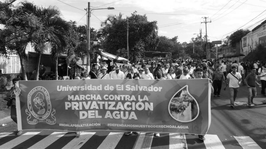 El-Salvador-marcha-contra-privatizacion-del-agua-la-tinta