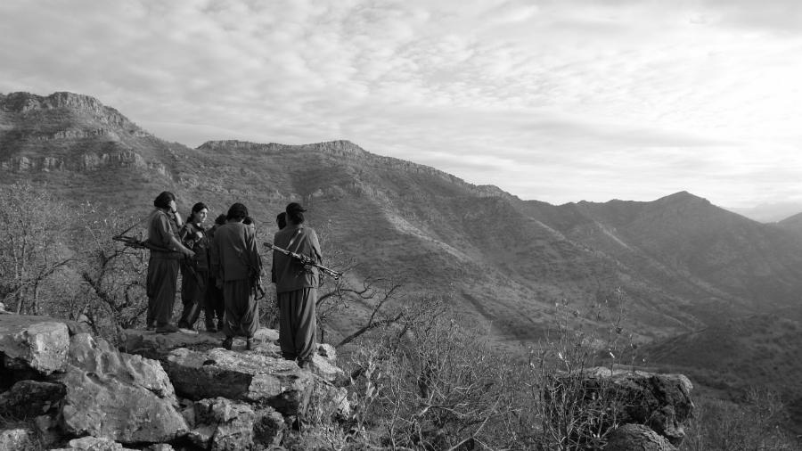 Kurdistan PKK guerrilleras la-tinta
