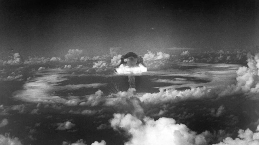 Nagasaki-bomba-atomica-explosion-la-tinta