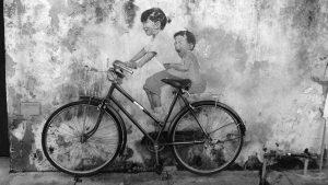 La revolución en bicicleta, retrato de una figura quijotesca