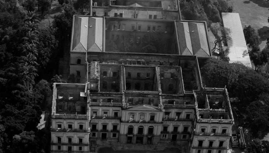 Brasil Museo Nacional incendio apagado la-tinta