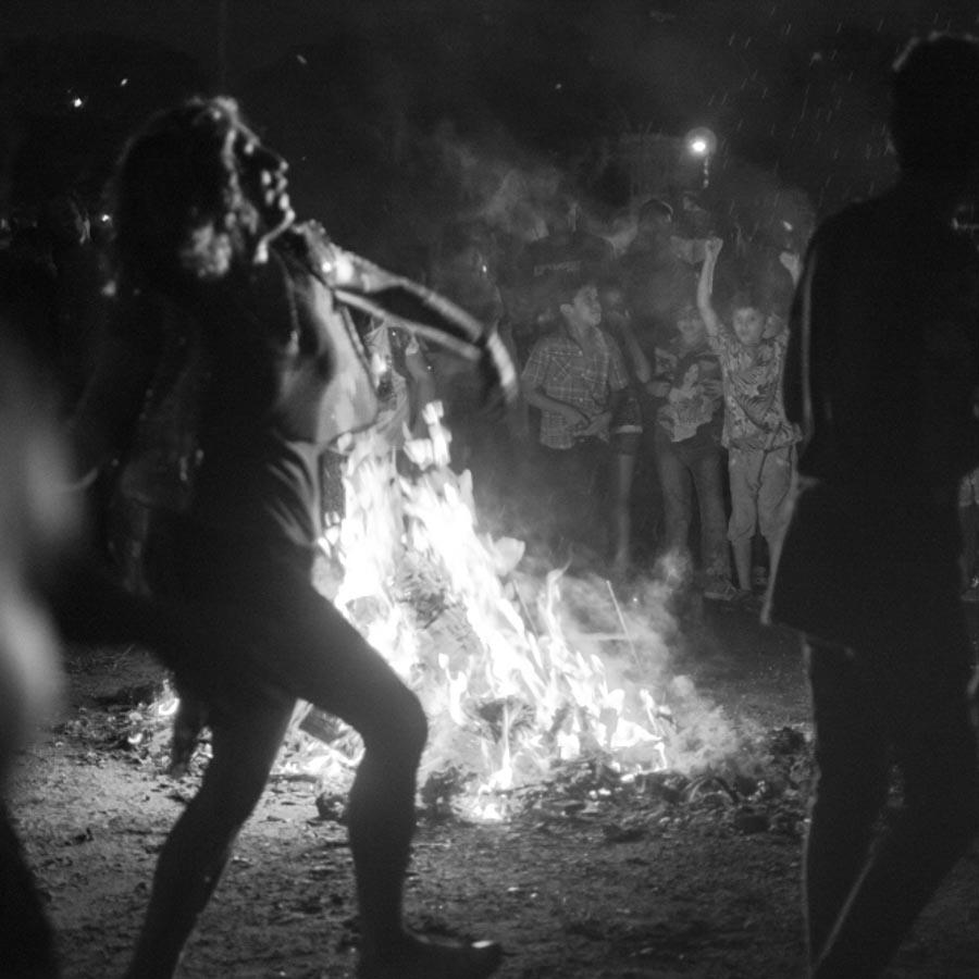 Fuego-bailar-mujer