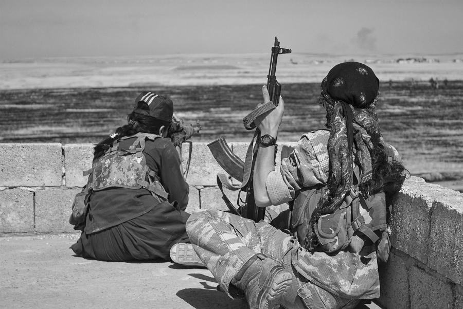 Rojava guerrilleras kurdas la-tinta