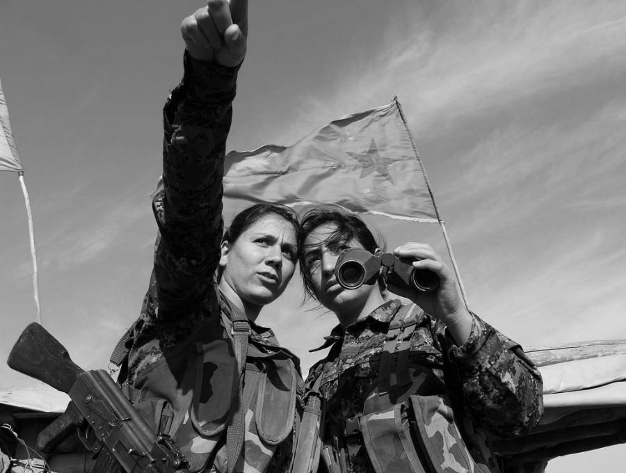 Siria YPJ guerrilleras la-tinta