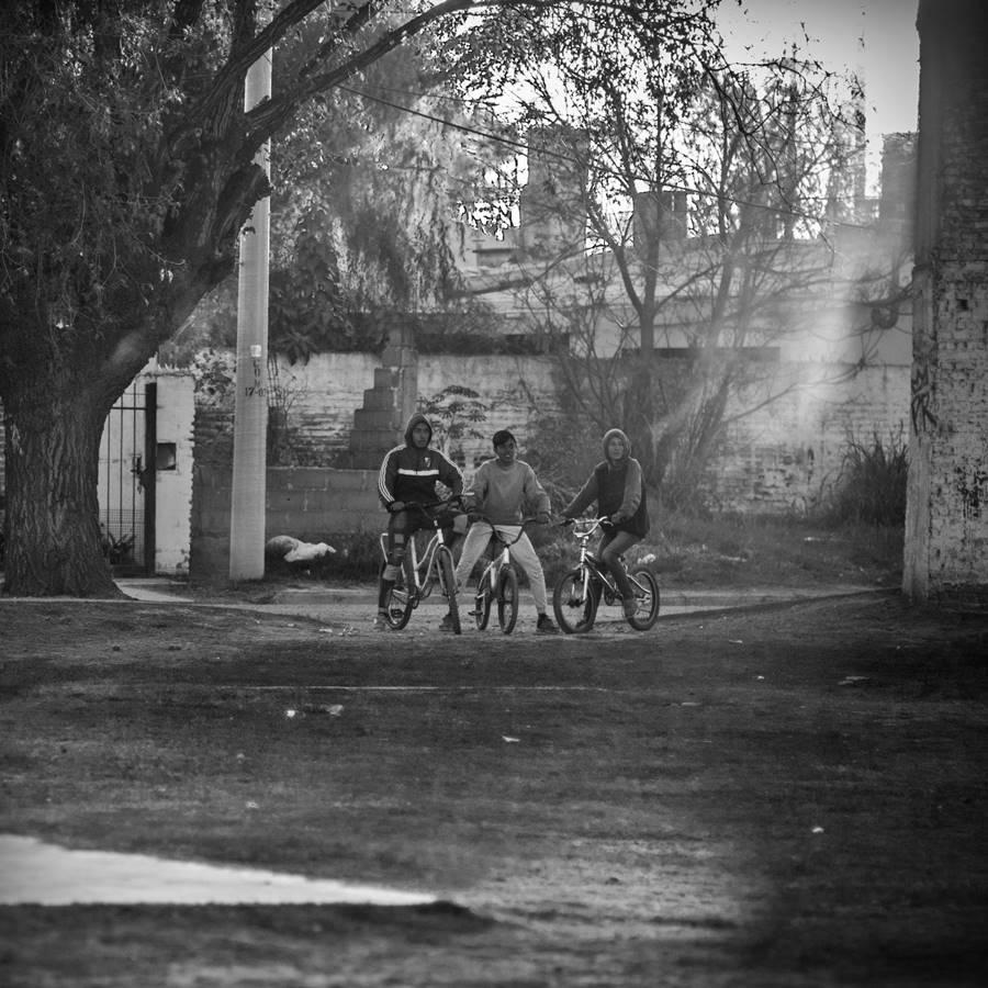 pibes bici barrio