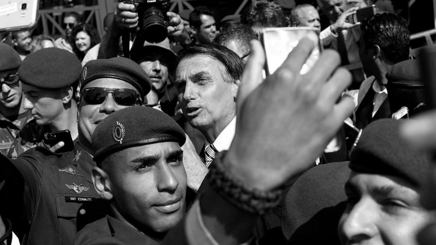 Brasil Bolsonaro con militares la-tinta