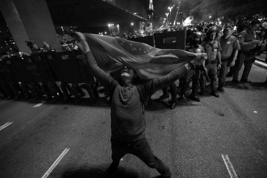 Brasil electores de Bolsonario festejan la-tinta