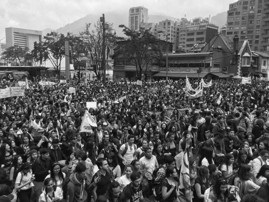 Colombia marcha universitarios la-tinta