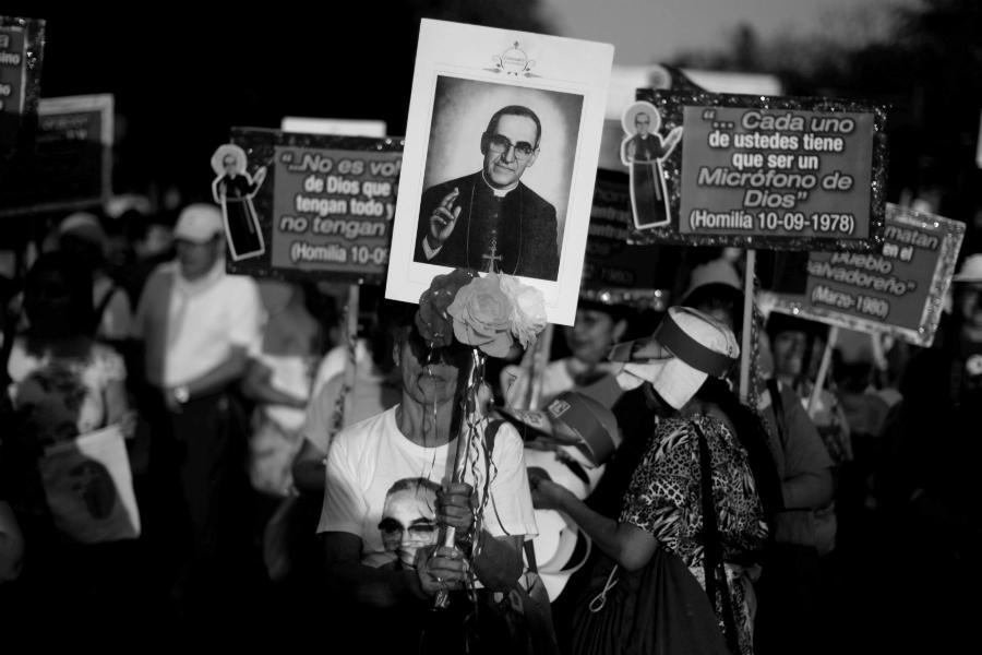 El Salvador Monseñor Romero procesion la-tinta