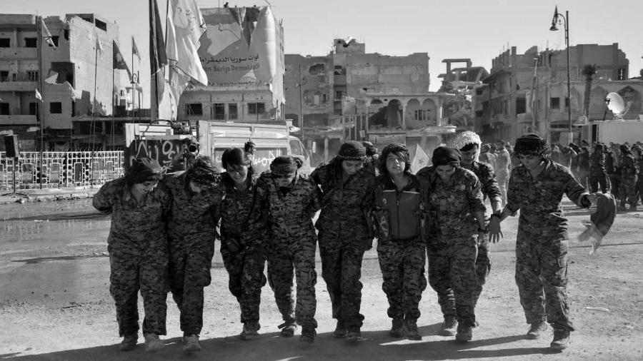 Kurdistan mujeres liberan Raqqa la-tinta