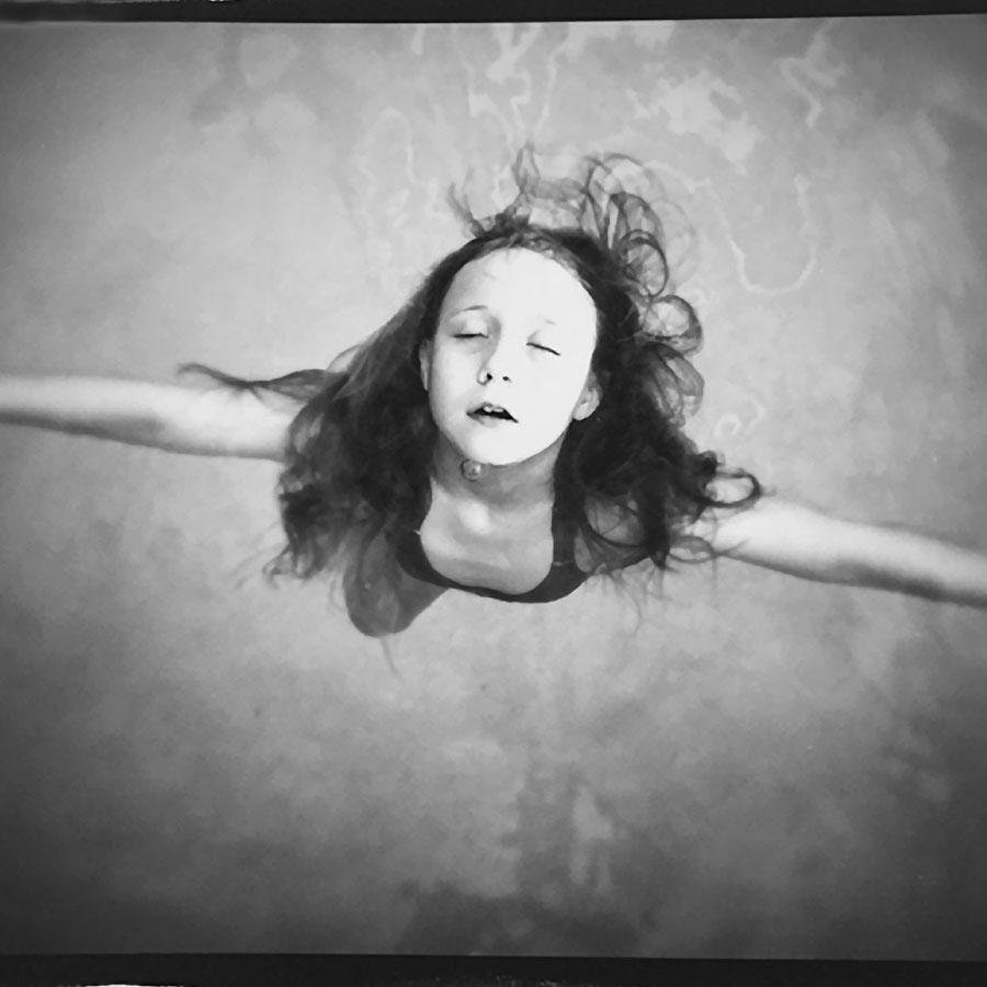Sally-Mann-nena-agua
