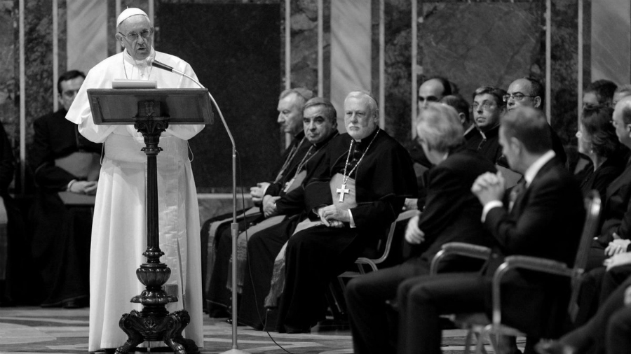 Vaticano Papa Francisco sermon la-tinta