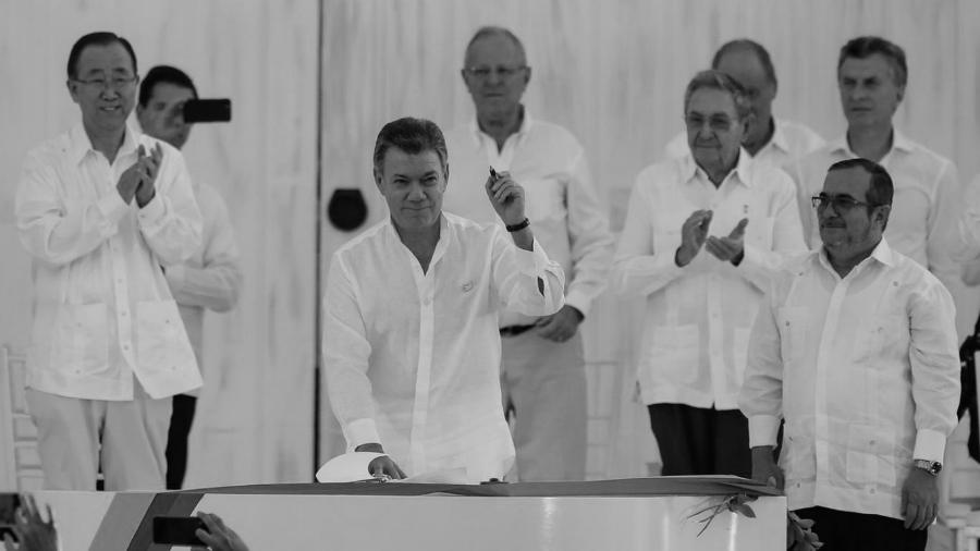Colombia firma acuerdo de paz la-tinta