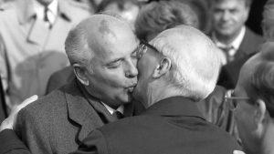 El último beso comunista