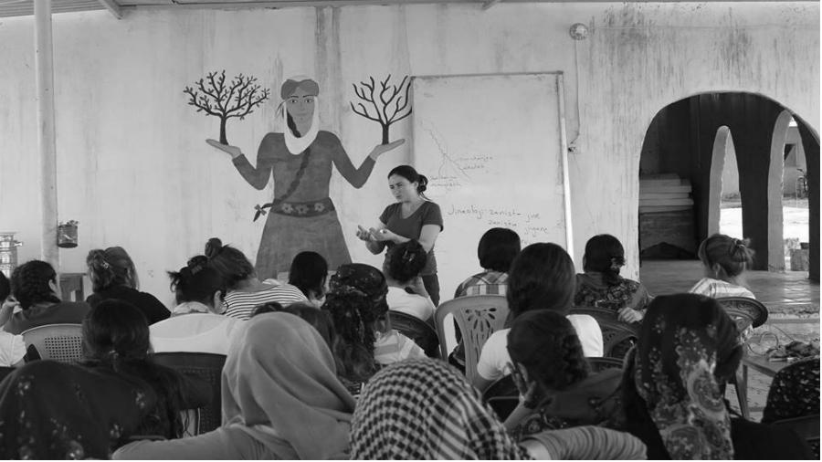Rojava Jinwar charla de formacion la-tinta