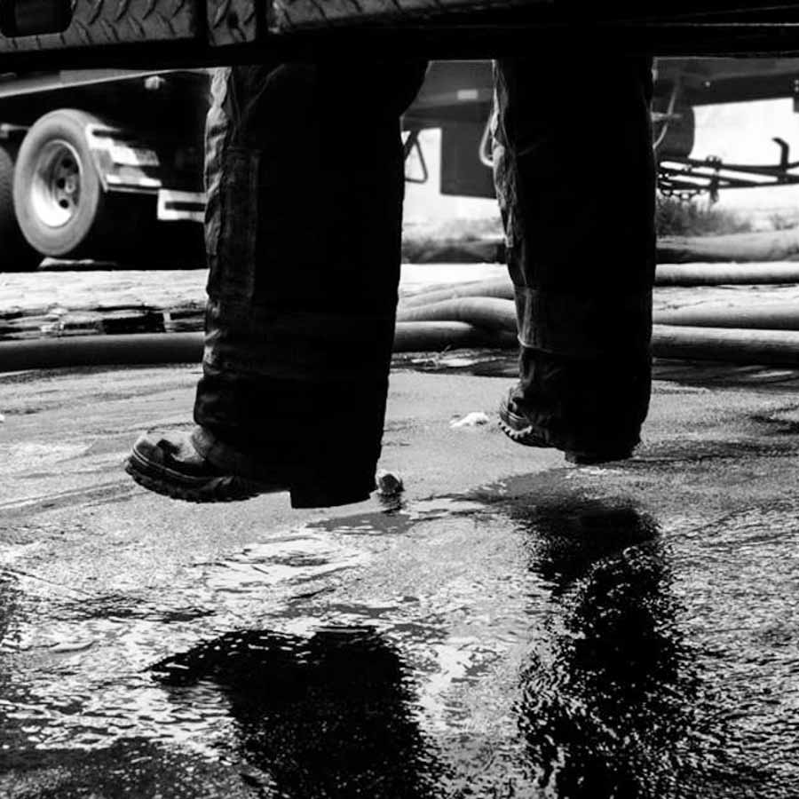 agua-lluvia-botas-charco-M.A.F.I.A