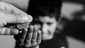 """Los niños de familias de bajos recursos tienen una concepción más """"solidaria"""" del dinero"""