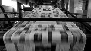 Nueva avanzada del Grupo Clarín: pretende liberar el precio del papel para diarios