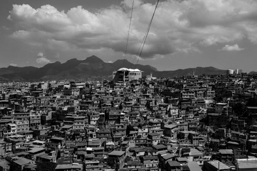 Brasil favela teleferico Rio de Janeiro la-tinta
