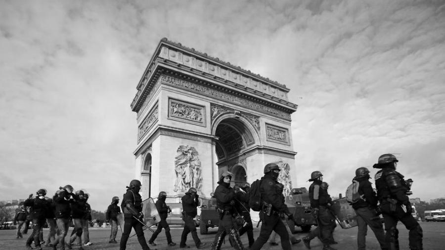 Francia policia represion la-tinta