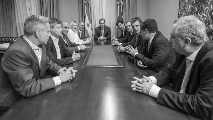 Gobernadores-Juan-Manzur-Domingo-Peppo-Rosana-Bertone-Sergio-Casas-Hugo-Passalacqua-Mariano-Arcioni-Juan-Schiaretti-Juan-Manuel-Urtubey-Miguel-Pichetto-CEDOC-PERFIL