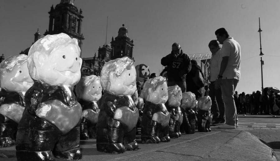 Mexico Lopez Obrador plaza asuncion la-tinta