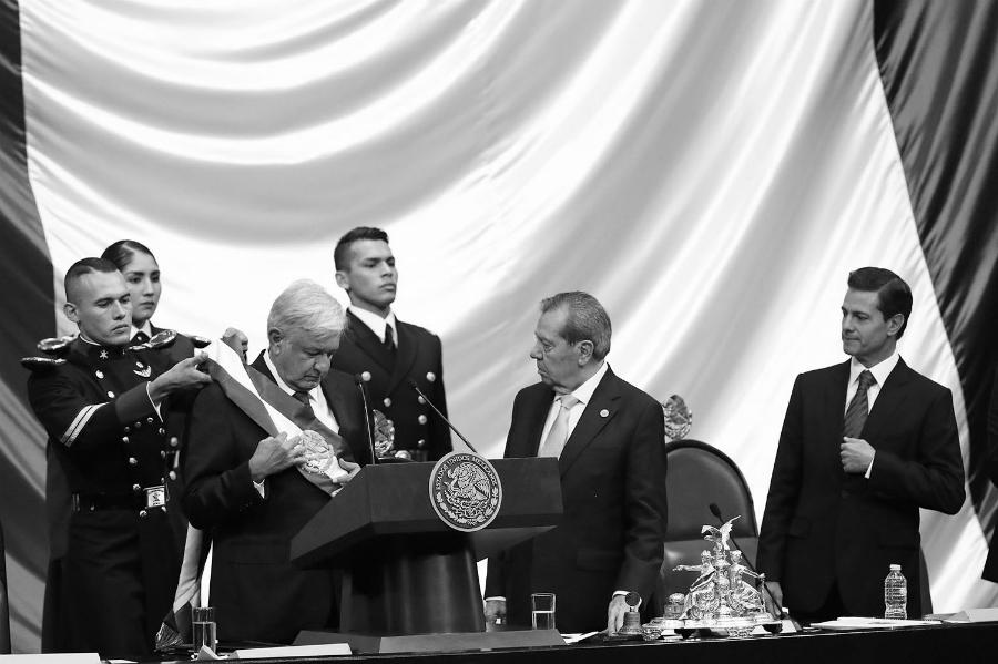 Mexico asuncion de Lopez Obrador la-tinta