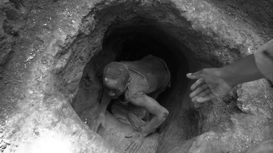 Africa niño en mina de cobalto la-tinta
