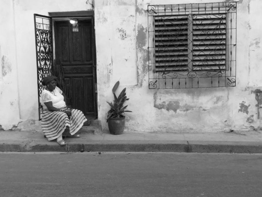 Cuba Habana Vieja mujer la-tinta