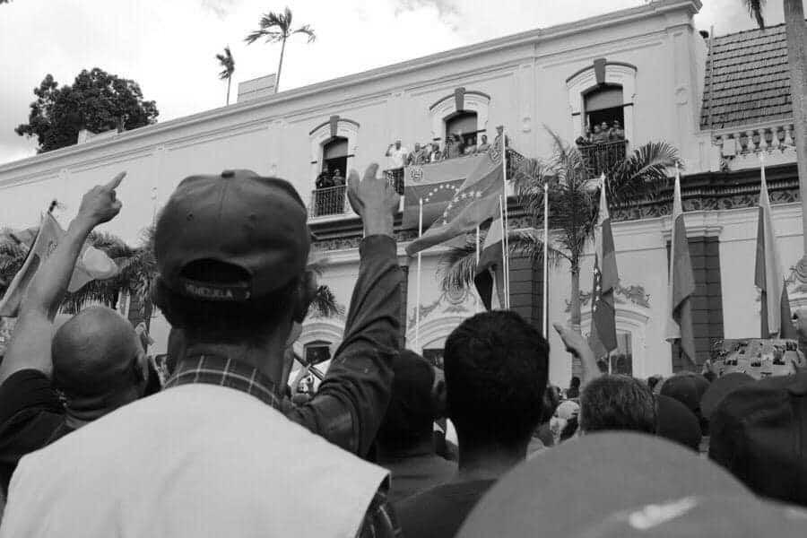 Venezuela pueblo Nicolas Maduro la-tinta