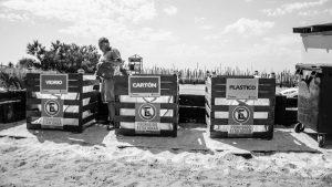 Cooperativa ambiental limpia de plástico las playas de Pinamar