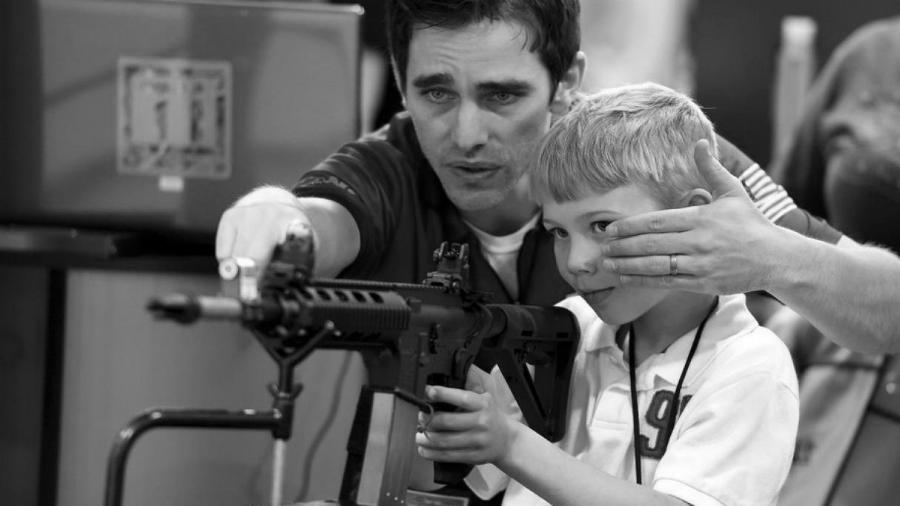 Estados Unidos niño fusil la-tinta