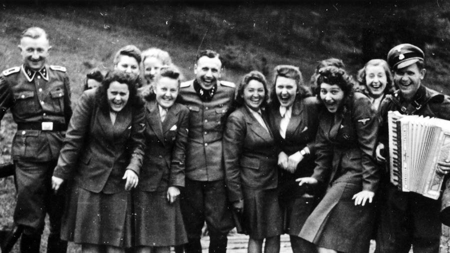 Karl-Hoecker-Auschwitz-nazis-SS-02