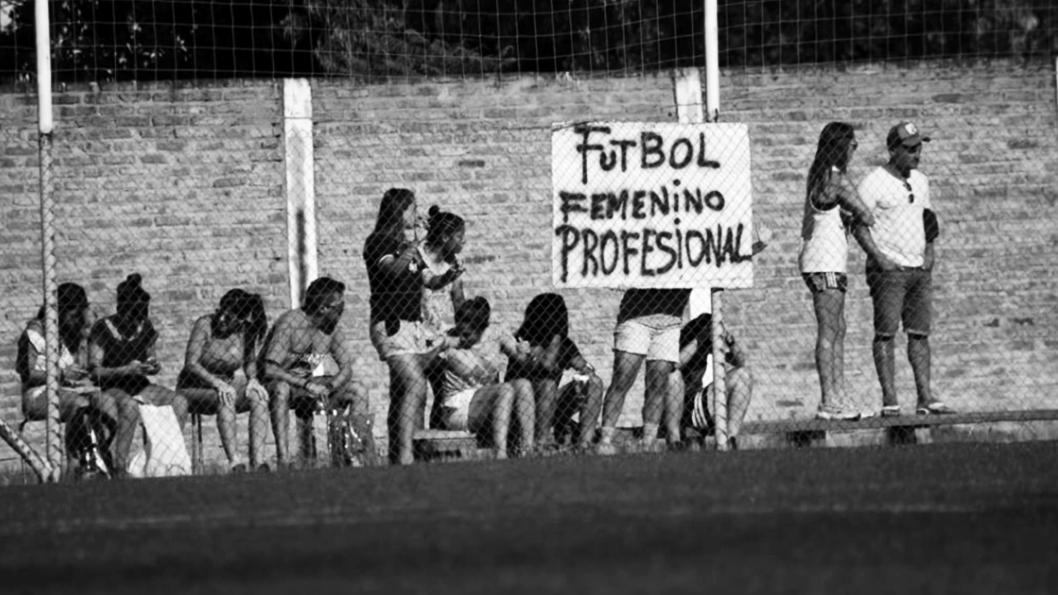 futbol-femenino-profesional-bandera