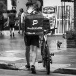 Denuncian despidos y flexibilización en la empresa de delivery PedidosYa