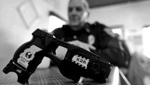 Pistolas Taser: sin protocolos y controles su letalidad está comprobada