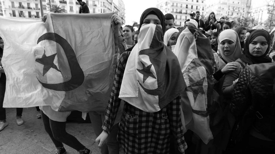 Argelia mujeres protestan contra gobierno la-tinta