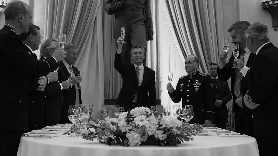 Mauricio-Macri-Fuerzas-Armadas-Brindis-Oscar Aguad-01