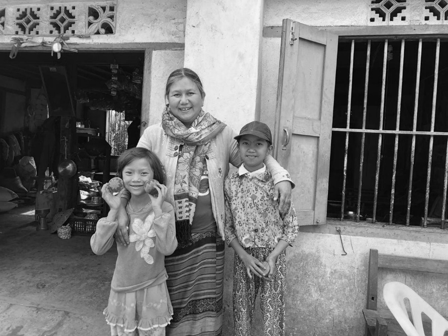 Myanmar mujer y niños la-tinta