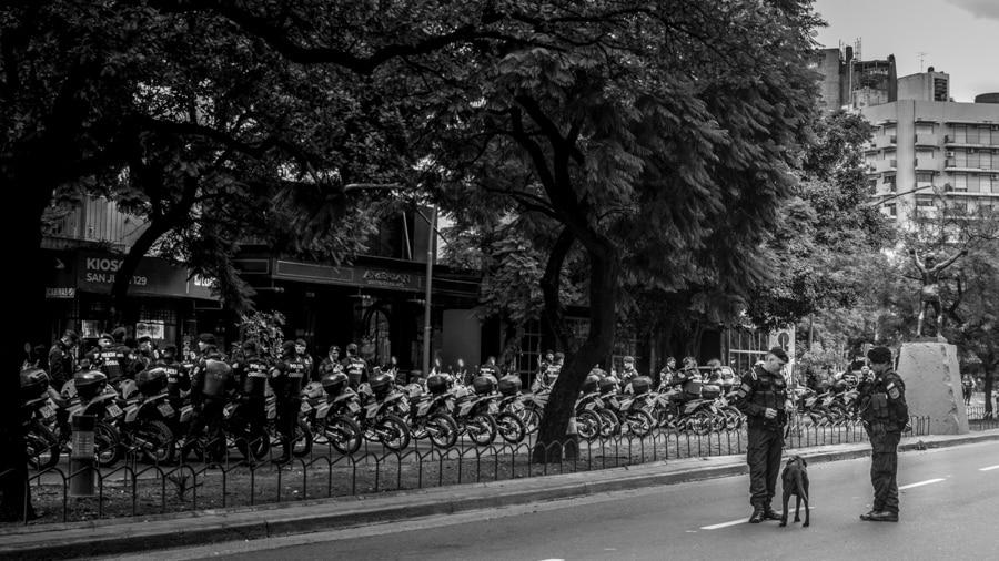 Policia-seguridad-vallado-violencia-institucional-CILE-Colectivo-Manifiesto-03