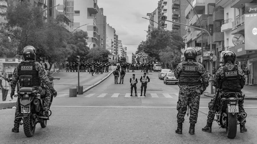 Policia-seguridad-vallado-violencia-institucional-CILE-Colectivo-Manifiesto-04