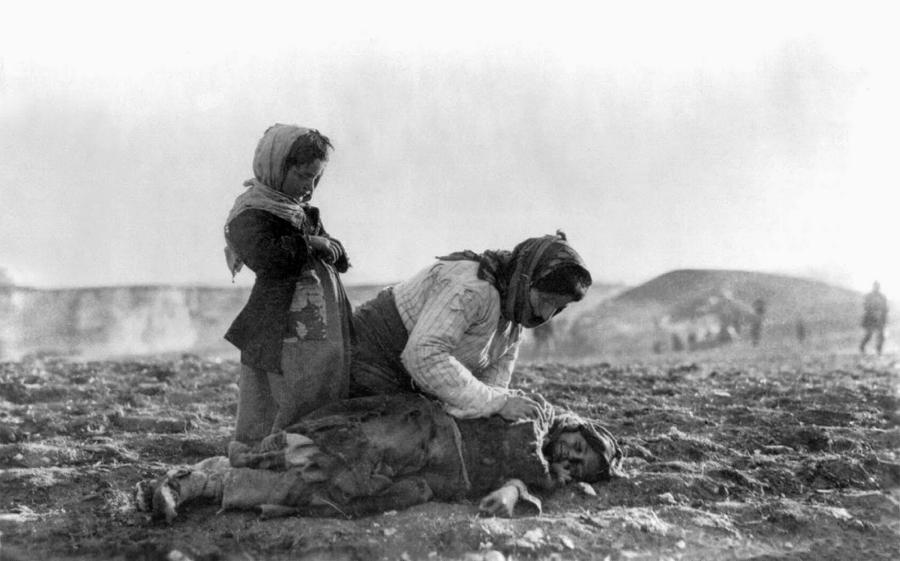 Armenia genocidio mujeres desierto la-tinta