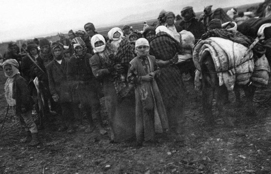 Armenia genocidio mujeres la-tinta