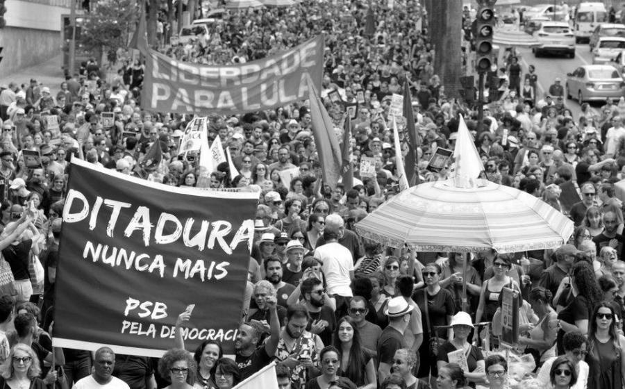 Brasil libertad para Lula la-tinta