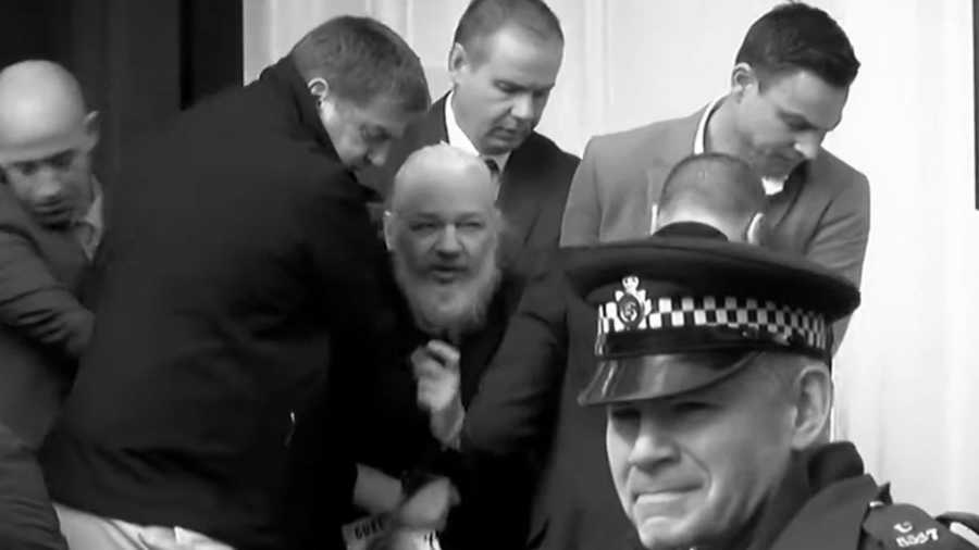 Julian Assange arresto embajada la-tinta