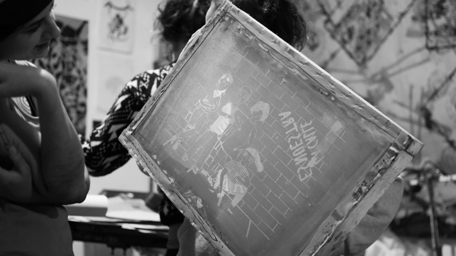Pegatina-feminismo-acoso-callejero-piropo-arte-colectivo-manifiesto-01