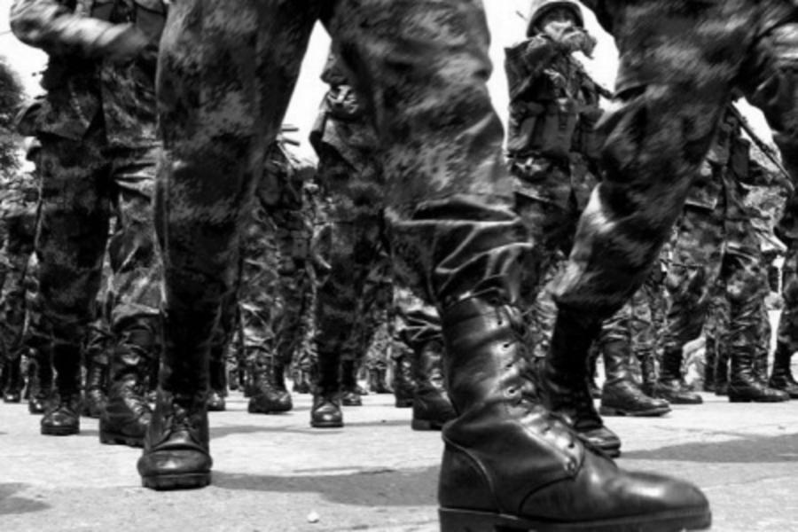 Uruguay militares marchando la-tinta