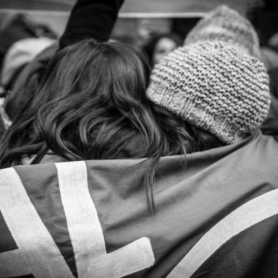 Aborto-abrazo-mujeres-festejo-feminismo-emocion-Colectivo-Manifiesto