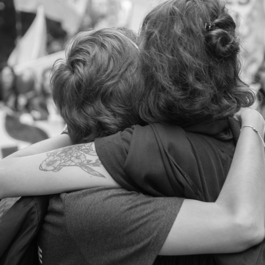 Abrazo-Paro-Mujeres-Colectivo-Manifiesto-feminismo
