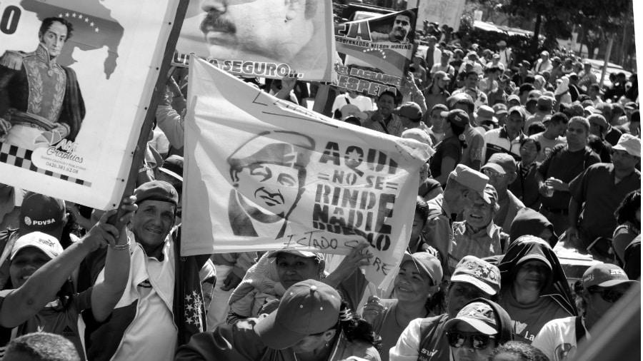 Venezuela marcha bandera Chavez la-tinta